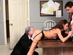 gal taking cock from both ends in psycho porn